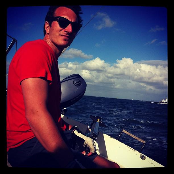 l'Iboga barré de main de maître par @volodia après la 680 Connexion 2012. #sail  #sea #boat #sun #capferret #race #crew