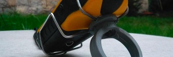 Porte eTrex prêt à être monté sur le vélo. Observer la cohérence du montage, garante d'une bonne tenue. Du moins, on espère !